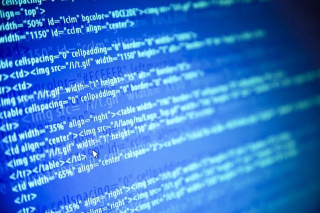 プログラミング中のモニター