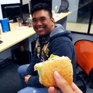 現地スタッフのサンドイッチ