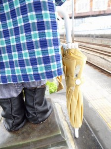 P1060098_傘と靴(後ろ)
